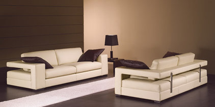Modern Sofas by RoomService 360
