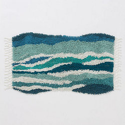 Sechura Bathmat, Turquoise - Catch (safe) waves with this beautiful bath mat. Your guests are sure to remember the trip to your home after a few moments on this playful rug.