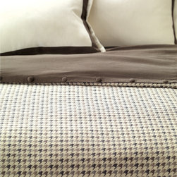 Norris Duvet Cover - Created in the Scottish lowlands, the classic houndstooth pattern has been used in fine gentleman's fashion since the 1800s. We chose an oversized version of this legendary trendsetter in greys and browns to set the distinguished mood of Norris.