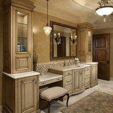 Traditional  by R.J. Gurley Custom Homes