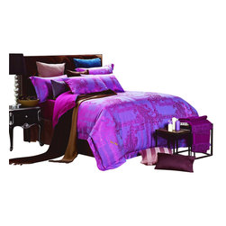 Dolce Mela - Dolce Mela DM471 Jacquard Damask Luxury Bedding Duvet Covet Set, King - Decorate with a look that combines modern world and luxury with this unique duvet cover set from Dolce Mela, featuring glossy fuchsia damask patterns on a dark slate-blue background.