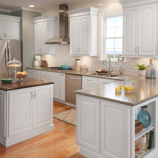 Traditional Kitchen Cabinetry by Shenandoah Cabinetry