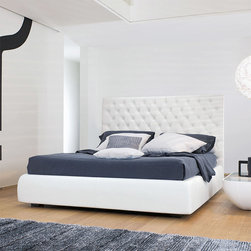Buttondream Leather Bed -