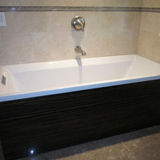 Modern Bathtubs by THE SOMERVILLE SHOWROOM