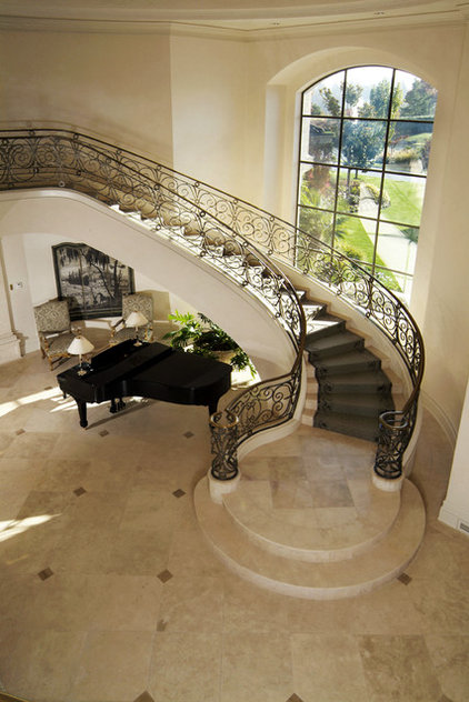 Traditional Staircase by Kaufman Homes, Inc.