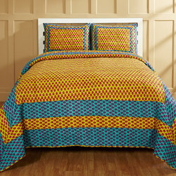 Cottage Home - Sammy 3-piece Quilt Set - Snuggle up on a cool night with this three-piece quilt set. This set includes one large quilt and two shams in a colorful tri-color pattern. Constructed from 100 percent cotton material,this beautiful set is also machine washable in cold water.
