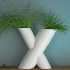 Modern Indoor Pots And Planters by Gainey Ceramics