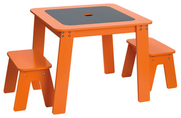 Guest picks kid sized tables and chairs for Kid sized furniture