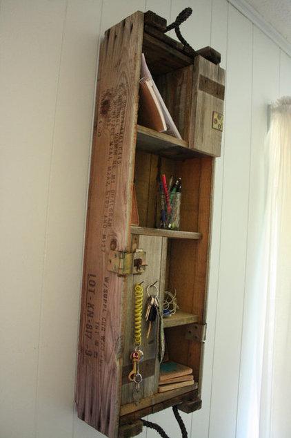Modern Wall Shelves by LBHcozycreation