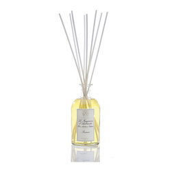 Prosecco Diffuser 250 ml. - The cocktail of choice ingredients that fulfill the scent of the Prosecco Diffuser enlightens your room with the evanescence of champagne and the liquid gold of Satsuma citrus. The luxury diffuser also offers a tempting, purple-sweet hint of sugared black currant and a whisper of velvet-warm apricot, with a sweet drizzle of passionfruit added to invite the exotic and the daring. A glass apothecary bottle lets the scent pour subtly forth.
