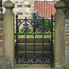 Traditional Fencing Cast Iron Garden Gates10.jpg