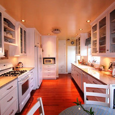 Traditional Kitchen by Mr. Cabinet Care