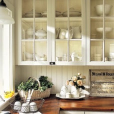 Kitchen-Flowers-Cabinets-Baskets-HTOURS0206-l9RQNE-mdn.jpg