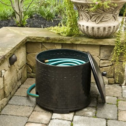 CobraCo® Woven Steel Hose Holder and Lid Set - About Woodstream A privately held company with a long-standing positive reputation, Woodstream is a global manufacturer and marketer of quality products from pets and wildlife control, and home and garden products, to bird feeders and garden decor. They have a 150-year history of excellence, growth, and innovation, and have built a strong presence in key markets through organic growth and strategic acquisitions. The growth of Woodstream is thanks to their customer-driven approach to product development, a dedicated design organization that focuses on innovation, quality, and safety, as well as a commitment to an industry-leading level of service.