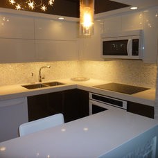 Modern Kitchen by GreenRose Enterprises
