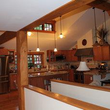 Craftsman Kitchen by Lone Wolf DeZign & Build, LLC