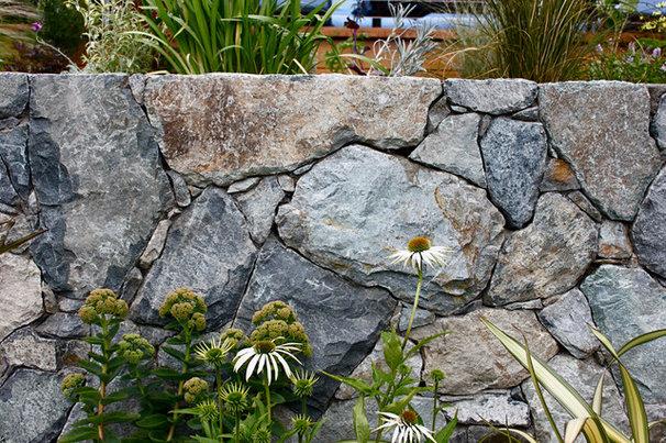 Modern Landscape by ROCKS Stonemasonry