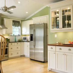 traditional kitchen cabinets by The Kitchen Loft