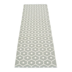 Pappelina - Pappelina Honey Plastic Runner, Warm Grey - This  rug from Pappelina, Sweden, uses PVC-plastic and polyester-warp to give it ultimate durability and clean-ability. Great for decks, bathrooms, kitchens and kid's rooms. Turn the rug over and the colors will be reversed!