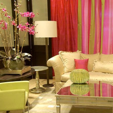 Traditional Living Room by M. GRACE DESIGNS, INC.