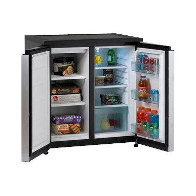 Avanti - SIDE-BY-SIDE Compact Refrigerator/Freezer - The Avanti RMS550PS 5.5 cu. ft. Compact Side-By Side Refrigerator/Freezer offers a generous capacity, with two Removable, adjustable glass shelves in the refrigerator section, convenient door bins, and two fixed shelves in the freezer section. It has an interior light has a space saving flush back design.