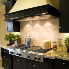 Kitchens .com - Matching a Backsplash to a Kitchen Style