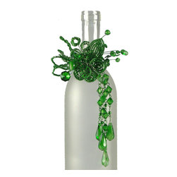 Beaded Bottle Collar Emerald Green - Dressing for dinner? But of course. Your favorite bottle of wine deserves no less. This bottle collar is available in celebratory colors to suit any occasion.