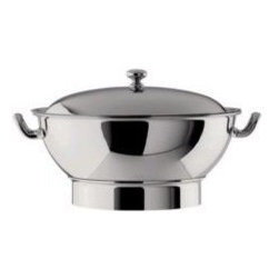 Oneida J0014371A Noblesse S/S Soup Tureen with Cover - Stainless steel is classic in its own right, and this soup tureen is durable, elegant and ready to feed a crowd.