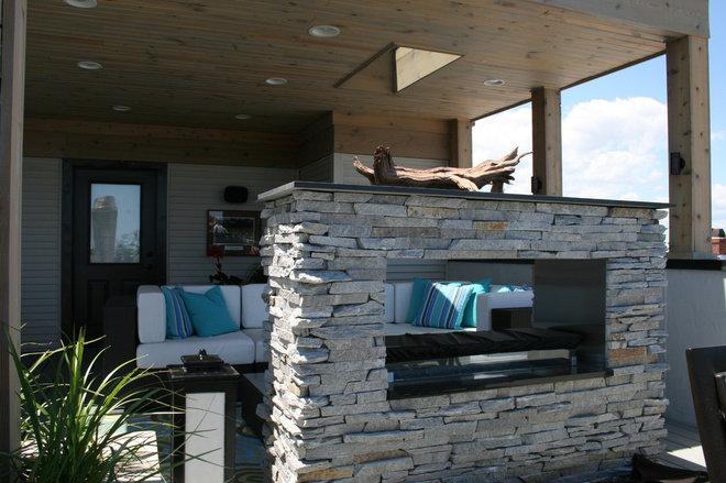 Modern Deck by Chicago Roof Deck & Garden