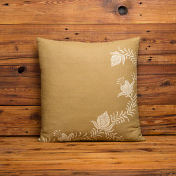 Cricket Radio Vermont Shelburne Home Linen Collection - Cricket Radio's Shelburne Collection. Our  floral pattern is handprinted on heavyweight  sustainable Italian linen. These generous 20inch square throw pillows have zipper closure are pre-washed and preshrunk. They come complete with a 10/90 down insert.