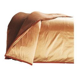 "Mystic Valley - Mystic Valley Traders Profiles Silk Bronze - King Duvet Cover - The Profiles Silk Bronze duvet cover is fashioned from the eponymous Bronze fabric, reversing to the neutral Fawn fabric, and finished with a 1/2"" Russet mitred flange.  As with all Mystic duvet covers, it has a hidden zipper and interior ties in each corner to hold the duvet fast; king 104""x92"""