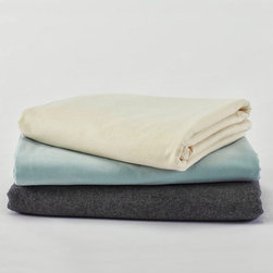 Coyuchi - cloud brushed flannel sheets flat sheet (natural) - Experience coyuchi's luxurious organic cotton bedding and towels, natural linens, wool blankets, and more. Rooted in nature, these textiles are carefully developed for comfort, aesthetics and sustainability; sourced responsibly; and created from the finest raw products. Coyuchi is the first American bedding company to offer products that meet the stringent global organic textile standard (GOTS).