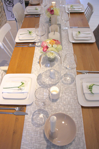 Transitional Tablescapes for Nature-inspired Holiday Dining
