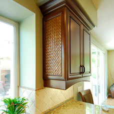 Traditional  by Innova Cabinetry, Inc.