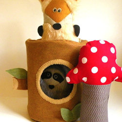Tree Stump Home for Woodland Critters by Pretend with Poppins - Let your child create their own stories with these cute creatures.