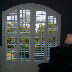 Specialty Shapes - Specialty arched shutter in a great room