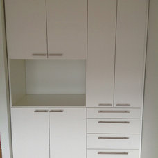 Contemporary  by Chrissy Roellchen - Closet Works Chicago