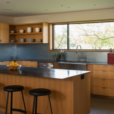 Modern Kitchen by Progressive Solutions / Renaissance Bronze Windows