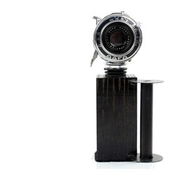 Antique black&silver Wine Bottle Stopper with Stand - Vintage AGFA Anastigmat F7 - This unique Wine Bottle Stopper helps preserve wine in an opened bottle ensuring that the flavors and quality of your wine last longer. As a part of the stylish selection offered by LightAndTimeArt, this product makes a great gift for any wine lover and photo enthusiast.