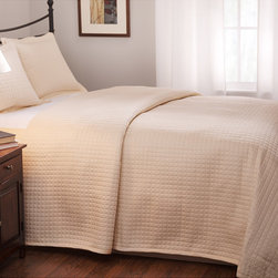 None - Roxbury Park Quilted King-size Ecru Coverlet - Update your bedroom with this stylish king-size coverlet. This Roxbury Park Baratto coverlet is made of 100 percent quilted cotton and features a sateen weave in a beautiful shade of ecru. It would make a gorgeous addition to any bed.