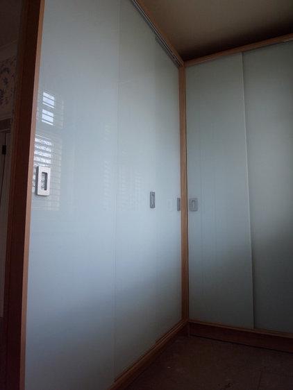 Modern Closet by Carpenter & Carpenter Ltd