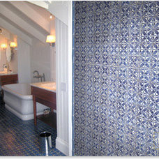 HPB 44 - HAND PAINTED TILE