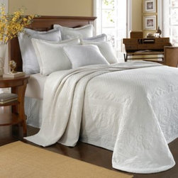 Historic Charleston Collection - King Charles Matelasse Bedspread in White - Steeped in Historic Charleston's rich, classic style and decorative arts culture, the King Charles 100% cotton matelasse bedding collection offers the ultimate blend of European, Caribbean, and Asian influences.