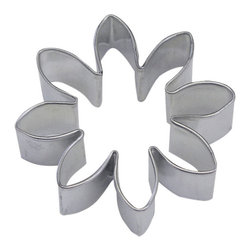 RM - Flower Cookie Cutter - Flower or daisy cookie cutter, made of sturdy tin, Size 2.25 in. diameter. Depth 7/8 in., Color silver