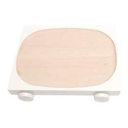 Y'A PAS LE FEU AU LAC - Kart 06 Lacquered - White - A family of playful wooden serving dishes on wheels. Roll one to a friend, to share bread, nuts or snacks. Or race them against each other in jest. The simple, pared-down design puts the food centre-stage, while encouraging both interaction and community.