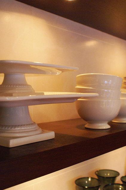 Modern  by SLIC Interiors