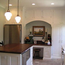 Traditional Kitchen by Leslie Gross