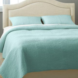 Garnet Hill - Garnet Hill Handstitched Cotton Dream Quilt - King - Cottage Blue - Soft and lightweight, this hand-stitched essential cotton quilt is also an indulgence. Pure cotton, including the billowy fill. Ideal for all-season comfort.