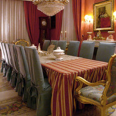 Traditional Dining Room by COLECCION ALEXANDRA