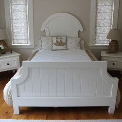 Eport Cottage Furniture Collection - Seaside Bedroom featuring bed, nightstands and armoire.